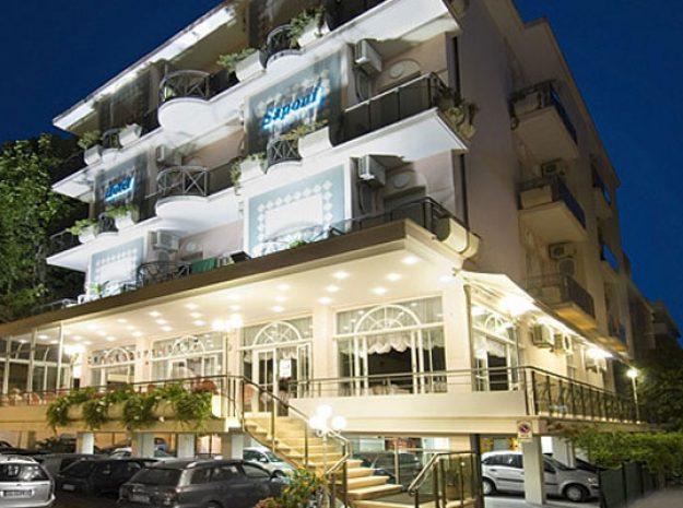 Hotel Saponi_Außen Nacht