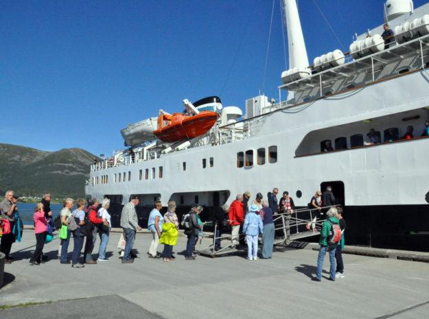 Hurtigrute Lofoten©Weiss Reisen